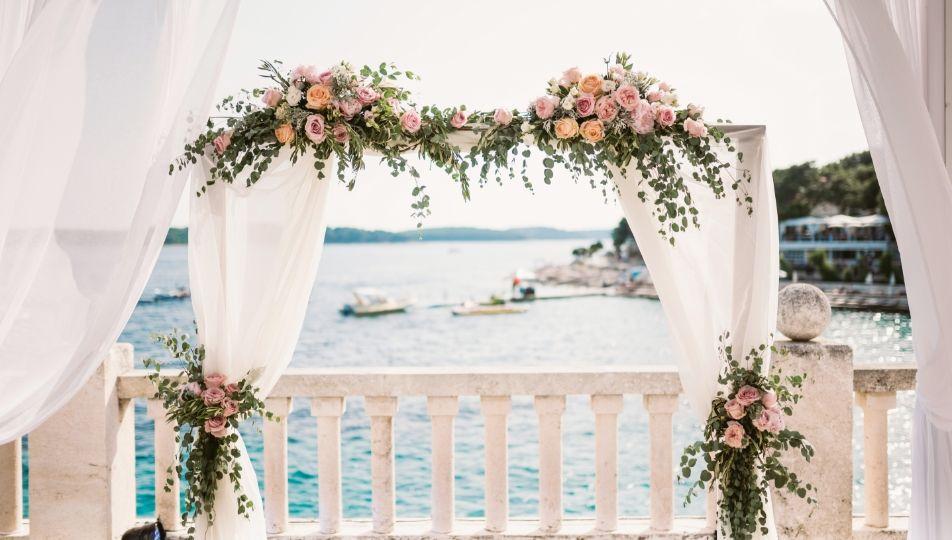 wedding-arch-NGMEHJQ